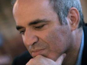 """Гарри Каспаров во время визита на """"Эхо Москвы"""" отметил, что в России противостояние с чиновниками приводит к трагедии"""