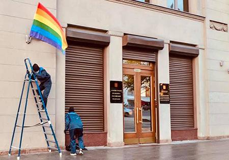 В день рождения Путина участники Pussy Riot провели акцию против гомофобии