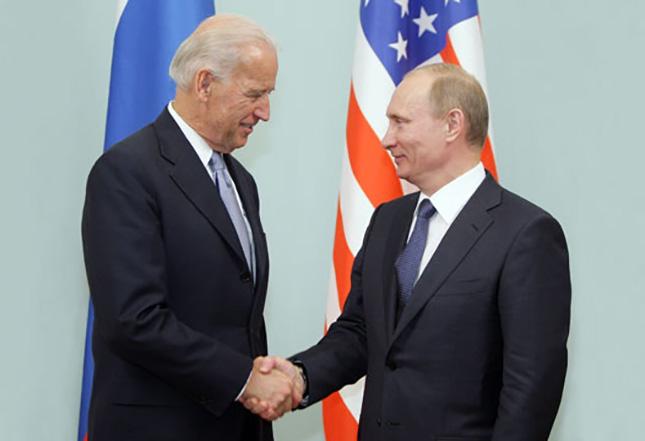 Байден предложил Путину встретиться «в третьей стране»
