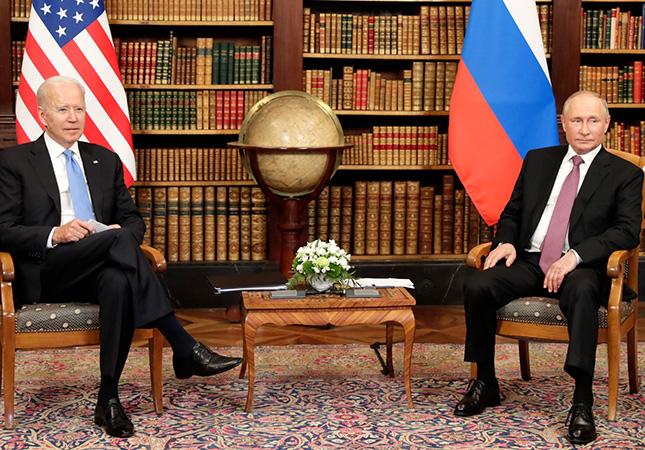 Байден предупредил Путина о последствиях кибератак и нарушений прав человека