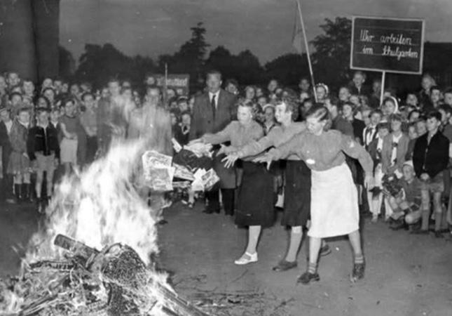 За сравнение СССР с Германией книготорговцам рекомендовано уничтожать тиражи